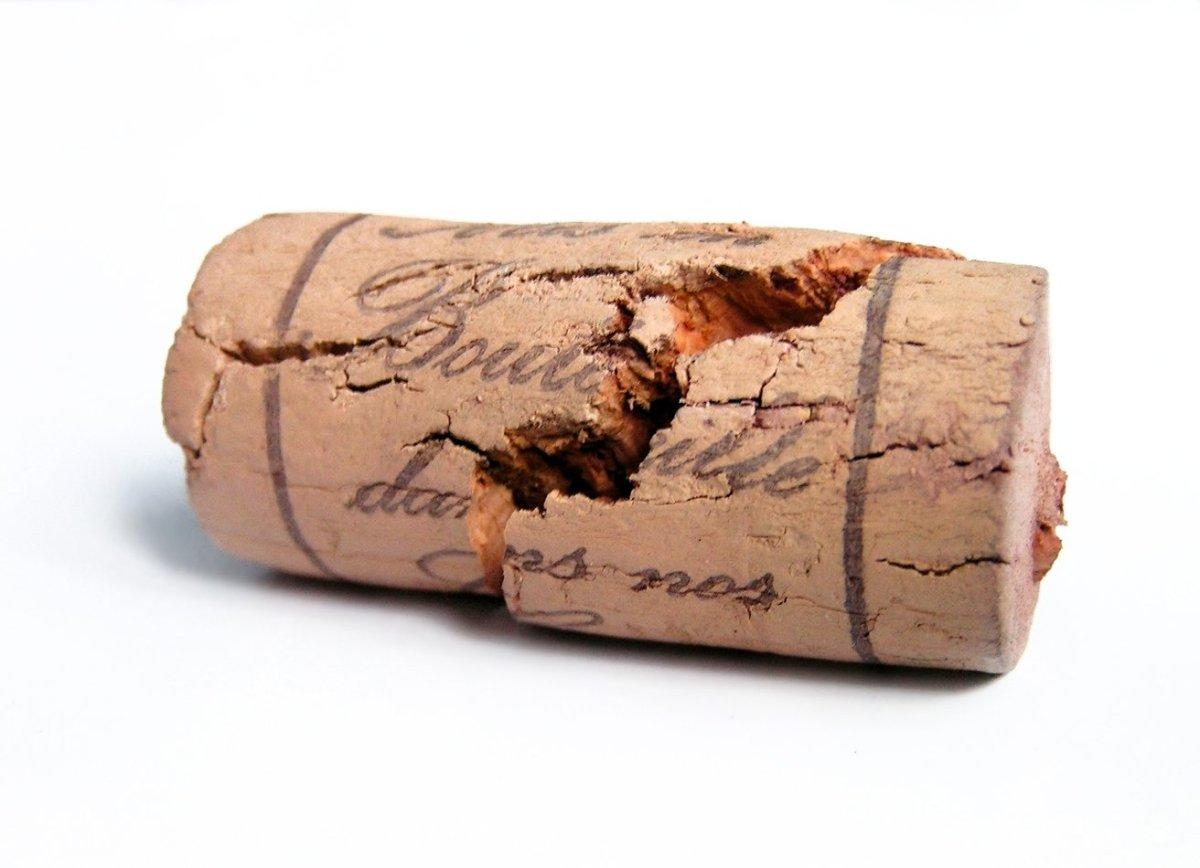 A rolha se desintegrou: como salvar o vinho?